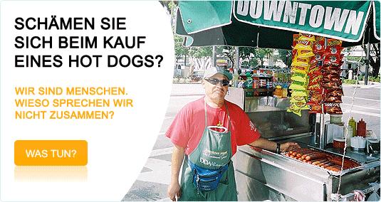 Wenn das Fehlen von Sprachkenntnissen nur den Kauf eines Hot Dog erschweren würde, wäre es schön. Jedoch hat die allgemeine Europäische Nicht-Kommunikation tief greifende wirtschaftliche Folgen, welche sich auf uns alle auswirken. Einflüsse von allen möglichen Faktoren auf die Wirtschaft sind untersucht worden. Doch niemand kümmert sich um die Auswirkungen der Sprachen auf die Wirtschaft der EU. Wie soll man auswerten, was durch Nicht-Kommunikation nicht erreicht wurde? Was verlieren wir? In Wirklichkeit verlieren wir sehr viel! Glauben Sie, dass die USA jemals zur führenden wirtschaftlichen Macht der Welt geworden wäre, wenn jeder seiner fünfzig Staaten eine andere Landessprache hätte? Wohl kaum! In der EU drückt jedes Land seine eigene Sprache nach vorne, um maximale Vorteile zu erreichen. Wenn viele Leute an einer Decke ziehen, wird diese zerreissen und in einer frostigen Nacht werden alle erfrieren. Dasselbe wird in den rauen Zeiten der globalen Wirtschaft von heute passieren, und wir werden nicht überleben oder nur schlecht. Europa hat immer noch eine der am besten ausgebildeten Bevölkerung der Welt und eine lange Tradition in vielen Bereichen. Dieser Schatz kann nur effizient eingesetzt werden, wenn wir gemeinsam kommunizieren und zusammenarbeiten. Dies kann nur erreicht werden, wenn wir eine gemeinsame europäische Sprache akzeptieren, die sehr viel einfacher als jede bestehende Nationalsprache ist. Nur so wird es möglich sein, dass fast jeder diese erlernen und sie für eine effiziente Kommunikation in der EU verwenden kann. Das Europäisch wird unsere Muttersprache nicht gefährden, sondern im Gegenteil, sie schützen. Auf diesen Seiten finden Sie zusammengefasst, wie Wirtschaft und Sprache miteinander verbunden sind. Es ist wahrscheinlich zurzeit die umfangreichste Sammlung dieser Aspekte. Helfen Sie uns, Druck auf unsere Politiker auszuüben, damit diese endlich die notwendigen Schritte unternehmen, solange wir noch Zeit haben. Machen Sie mit!
